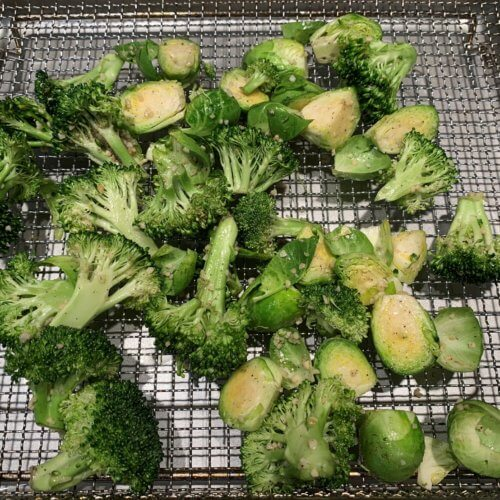 brussel sprout broccoli put water in tray and lay veggies on basket